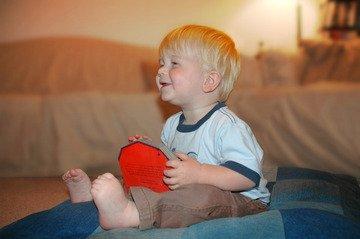 dítě na polštáři