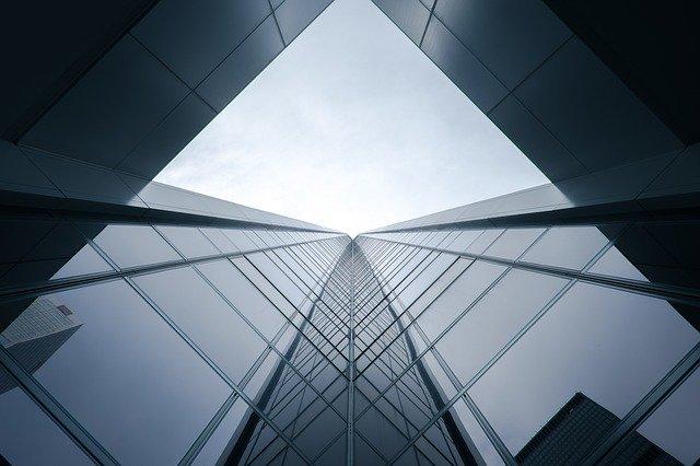 sklo moderní architektura.jpg